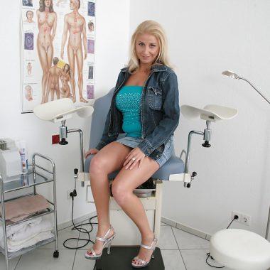 Frauenartzt Blondine