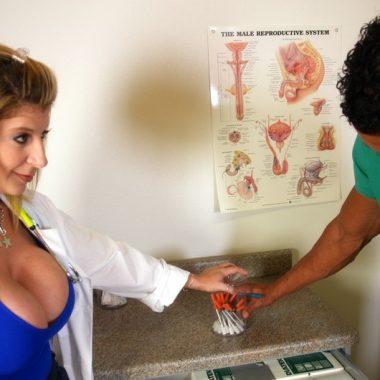 Weiblicher Sex Doktor will ficken